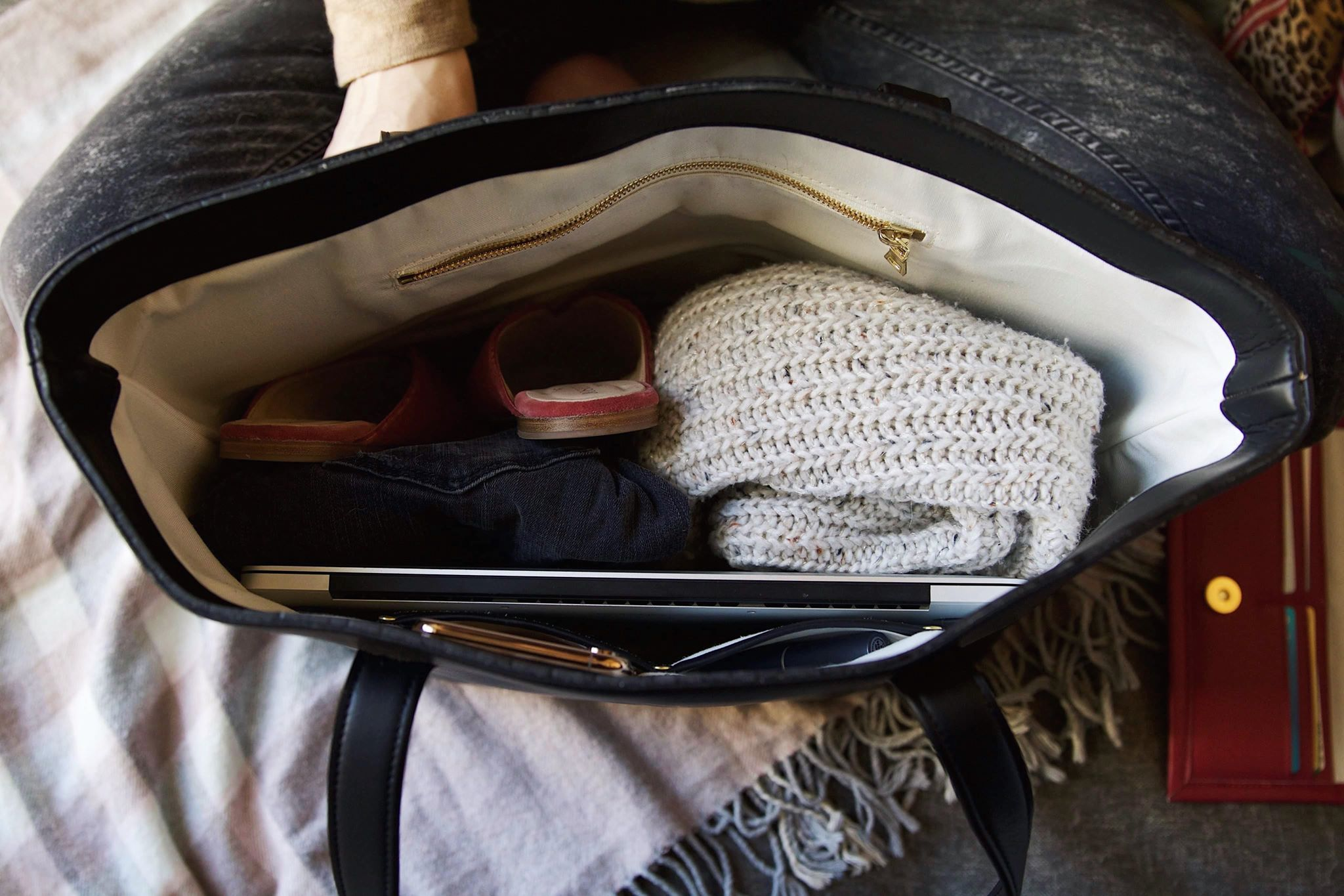 Recycled Plastic Bottles Make For The Perfect Tote / World Threads Traveler